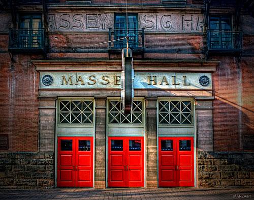 La puerta del Massey Hall en la actualidad