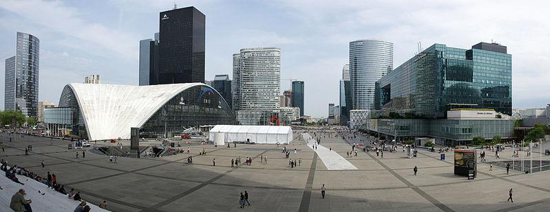Explanada de La Défense, cuartel general de los Black Dragoons