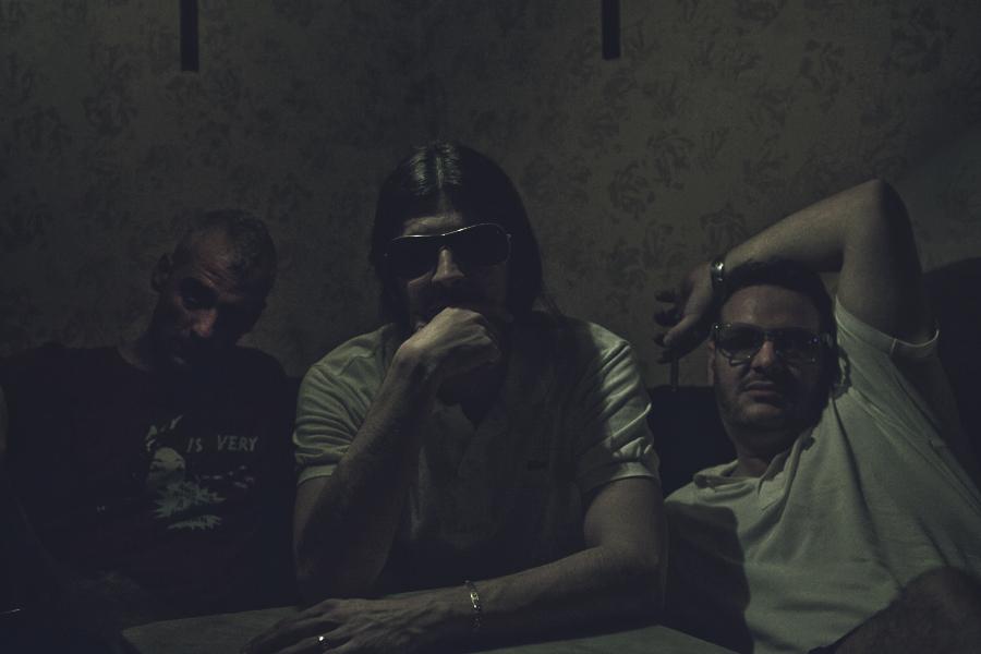 Makarras de M.O.: Broder Chegar, el Coleta y Starone en el backstage de la Sala Clamores el 14 de septiembre de 2013. (Foto: MLC Fotografía).