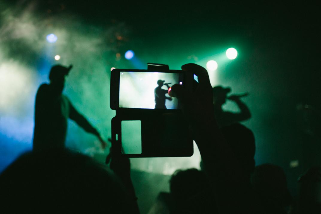 Dellafuente en la pantalla de un supporter en la Sala Caracol, Madrid
